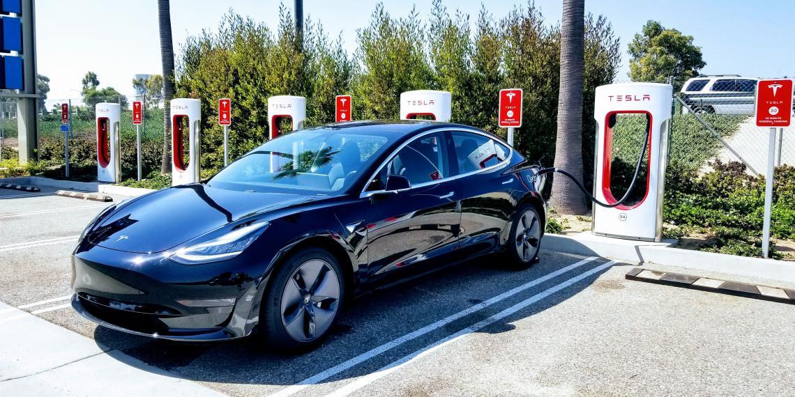 Электрокары Tesla проводят самоанализ и заказывают запчасти
