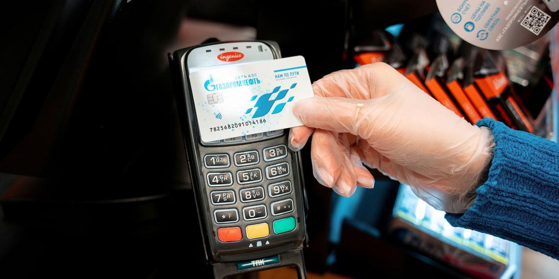 «Газпром нефть» бесплатно заправит автомобили волонтеров