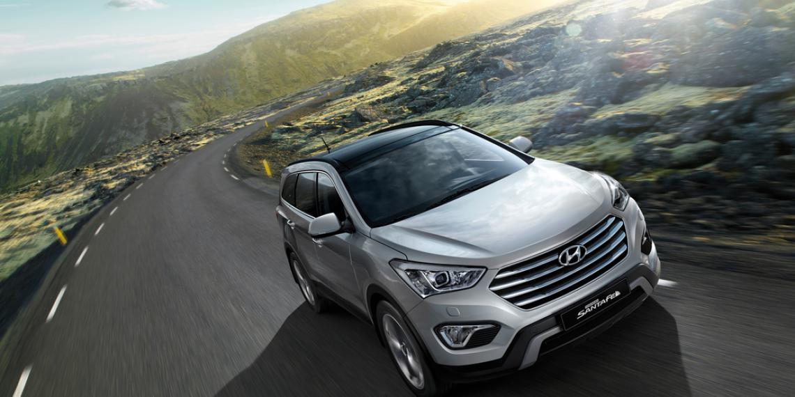 Hyundai Grand Santa Fe получил панорамную крышу Webasto