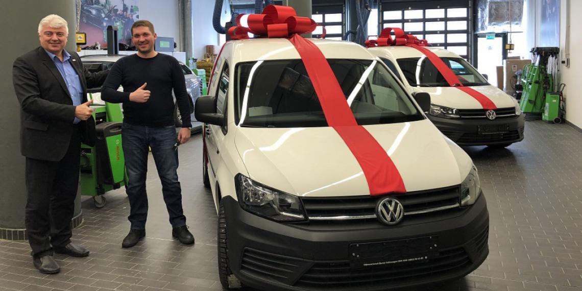 Победители акции программы eXtra получили автомобили