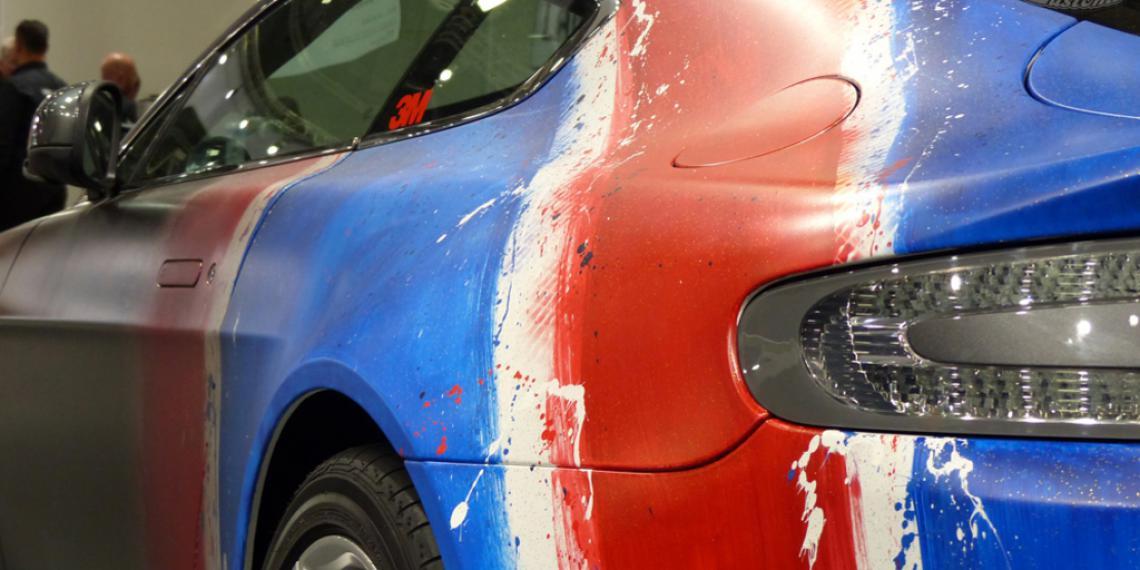 Граффити-художник прокачал машину Бонда