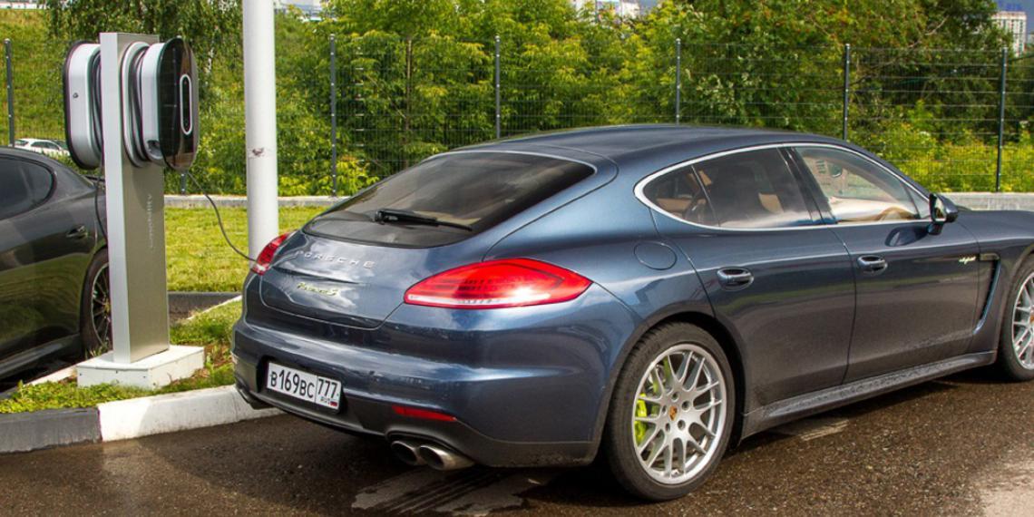 Porsche делает ставку на сетевые гибриды