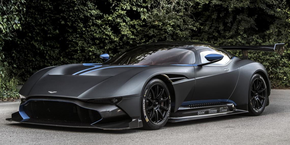Развитие партнерских отношений Aston Martin и Castrol