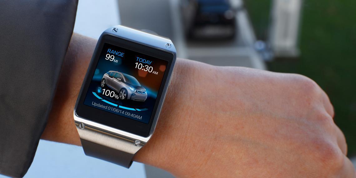 Управление автомобилем с часов